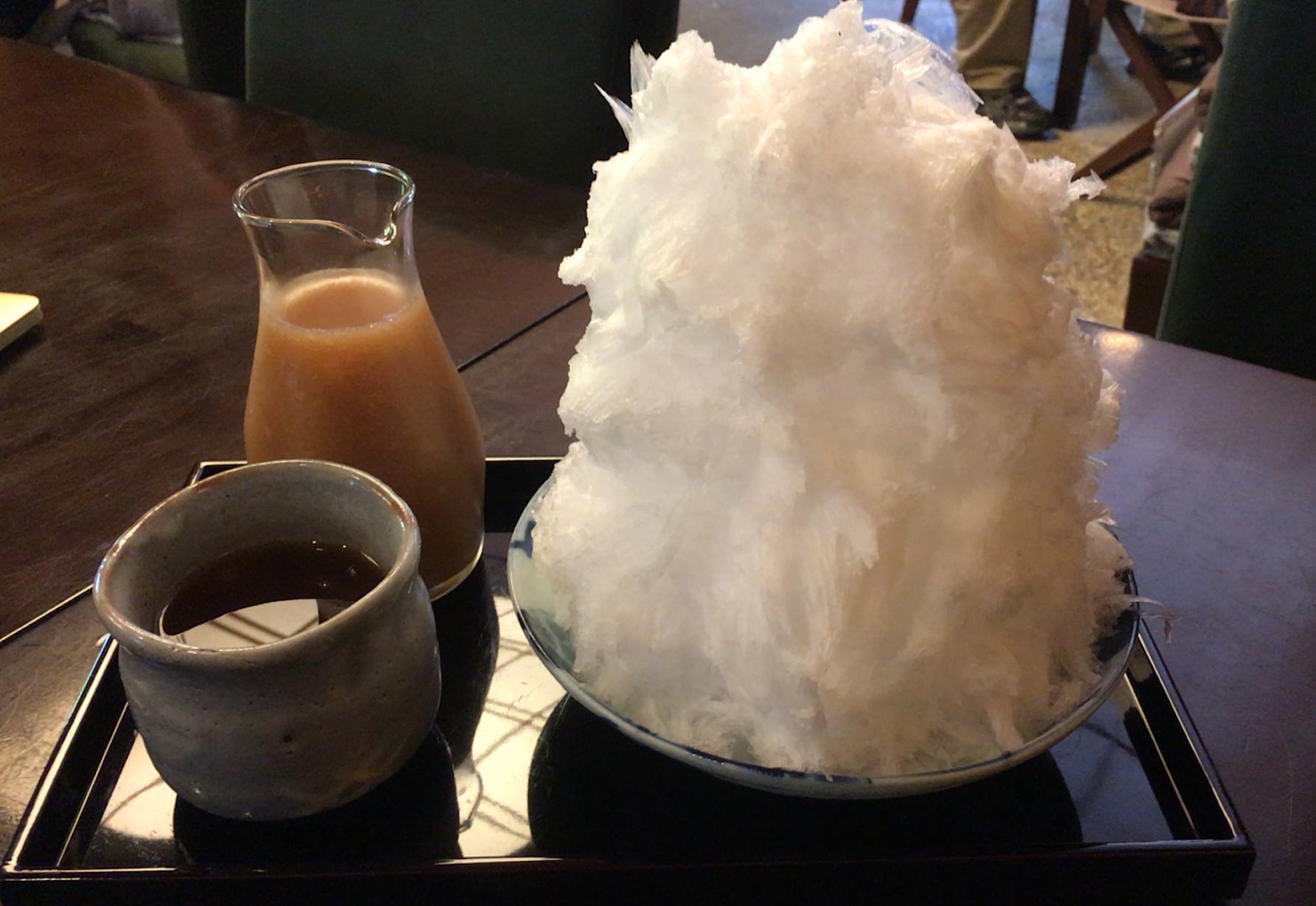 ふわっふわっのかき氷に、たっぷり桃シロップ〜♫  @ つぼみ