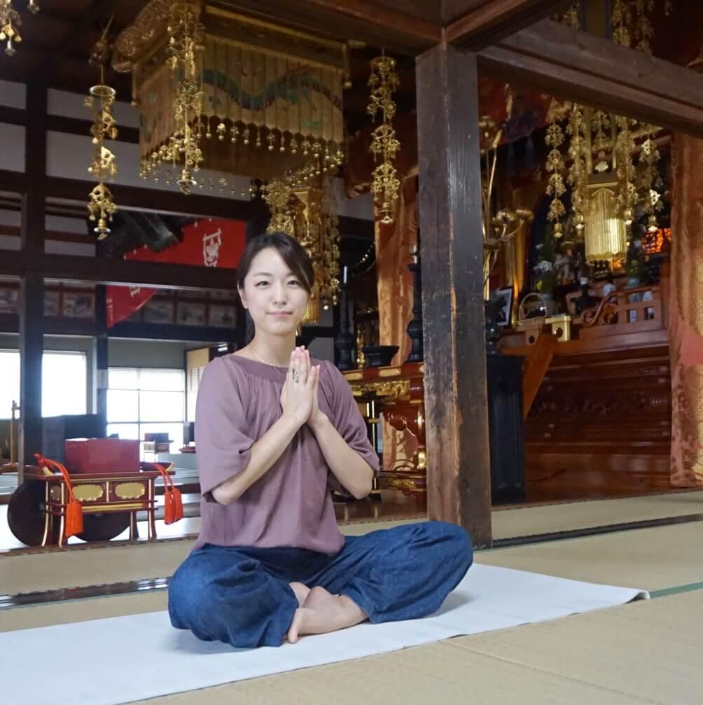 週末は 『お寺で朝ヨガ』!! これから始める新習慣 ♬