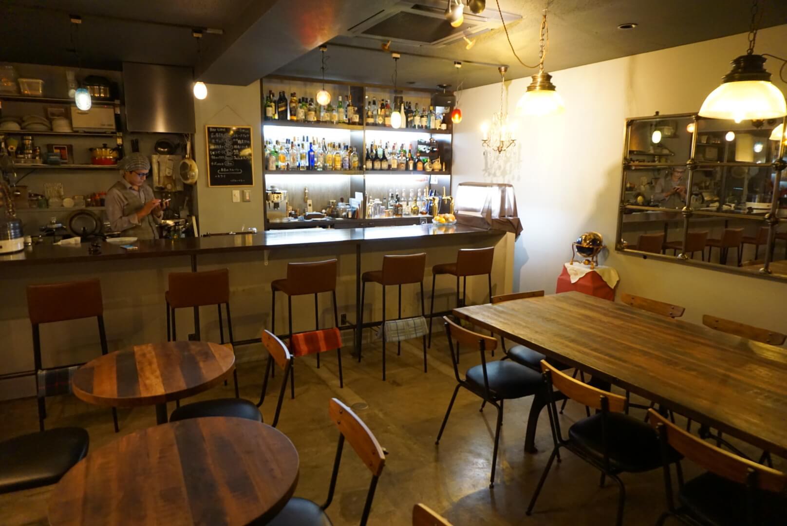 高岡町で見つけた昼カフェ、夜バーな使い勝手のいい隠れ家的なお店『THE MIRROR CAFE』