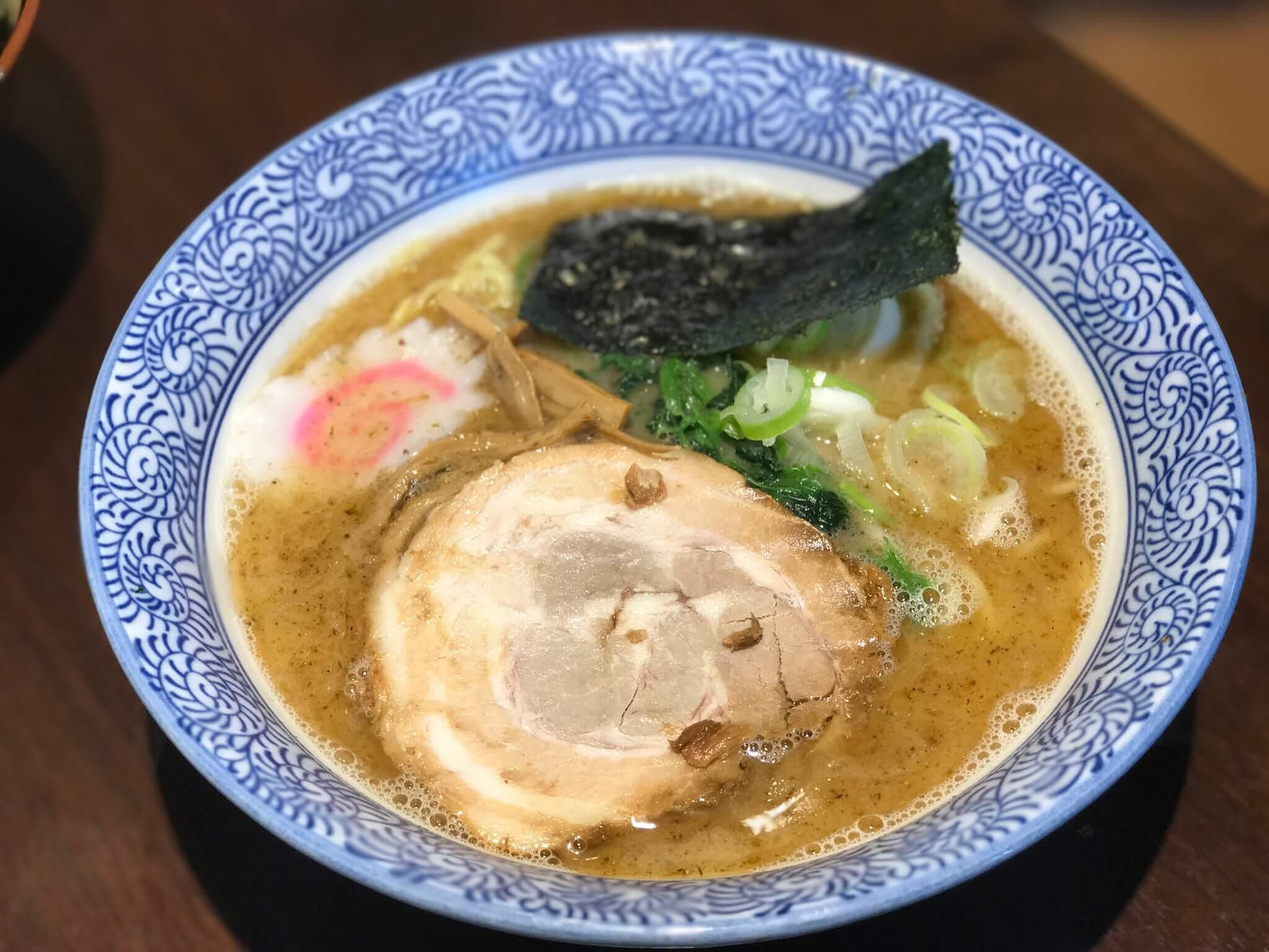 金沢麺屋 達 武我 で2種類の豚骨ラーメンを食べくらべ