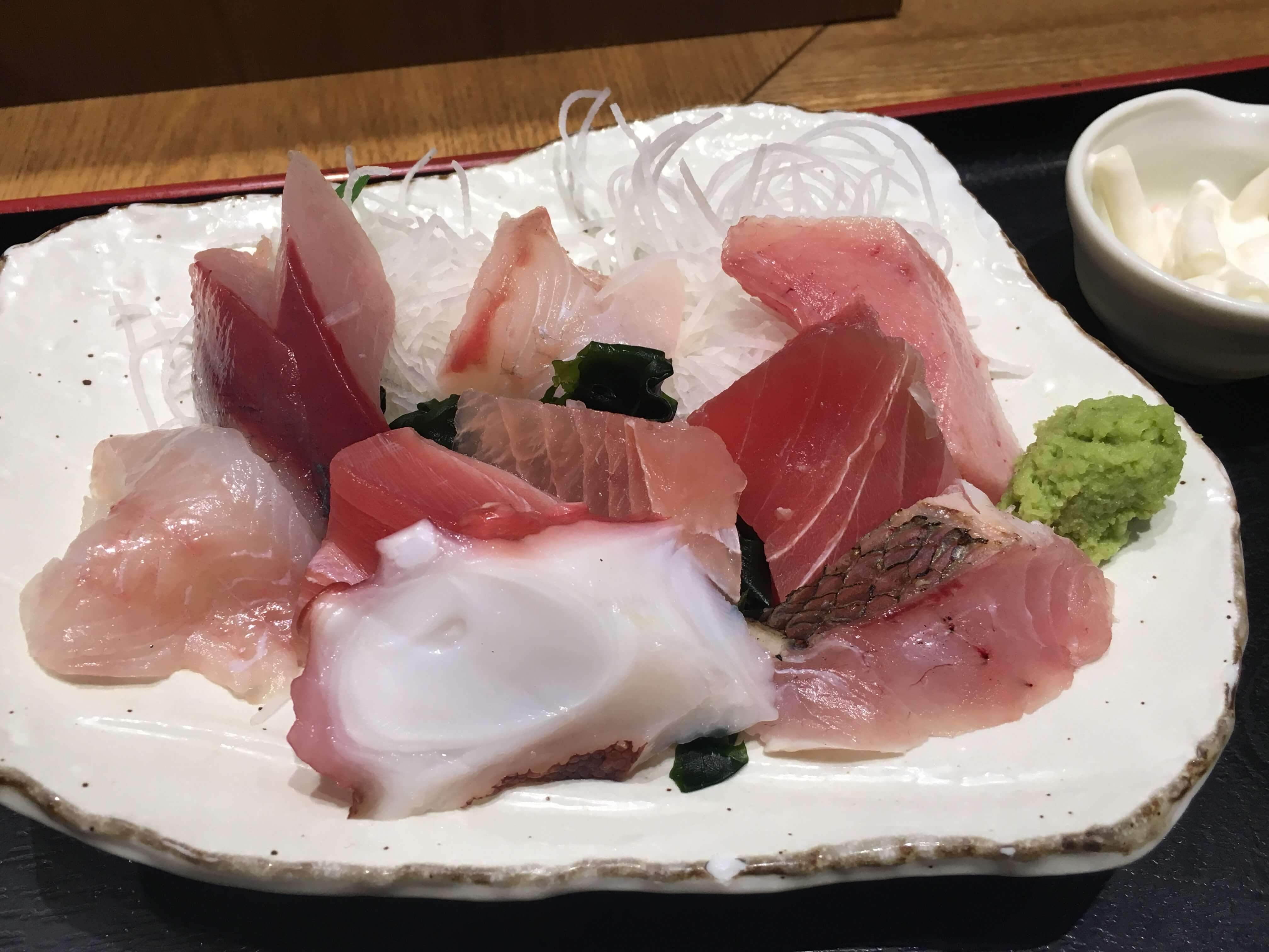 「 魚菜屋 」でお魚づくし定食ランチ ー刺身編ー
