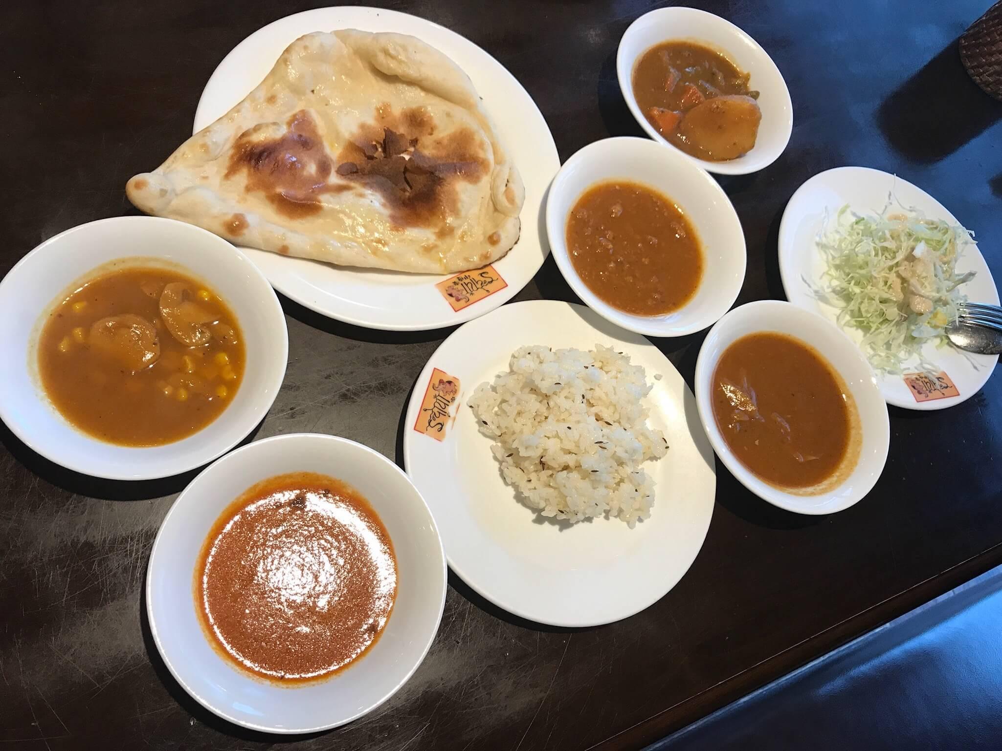 880円でインド三昧。「 印度家 」でナンとカレーを心ゆくまで食べよう!!