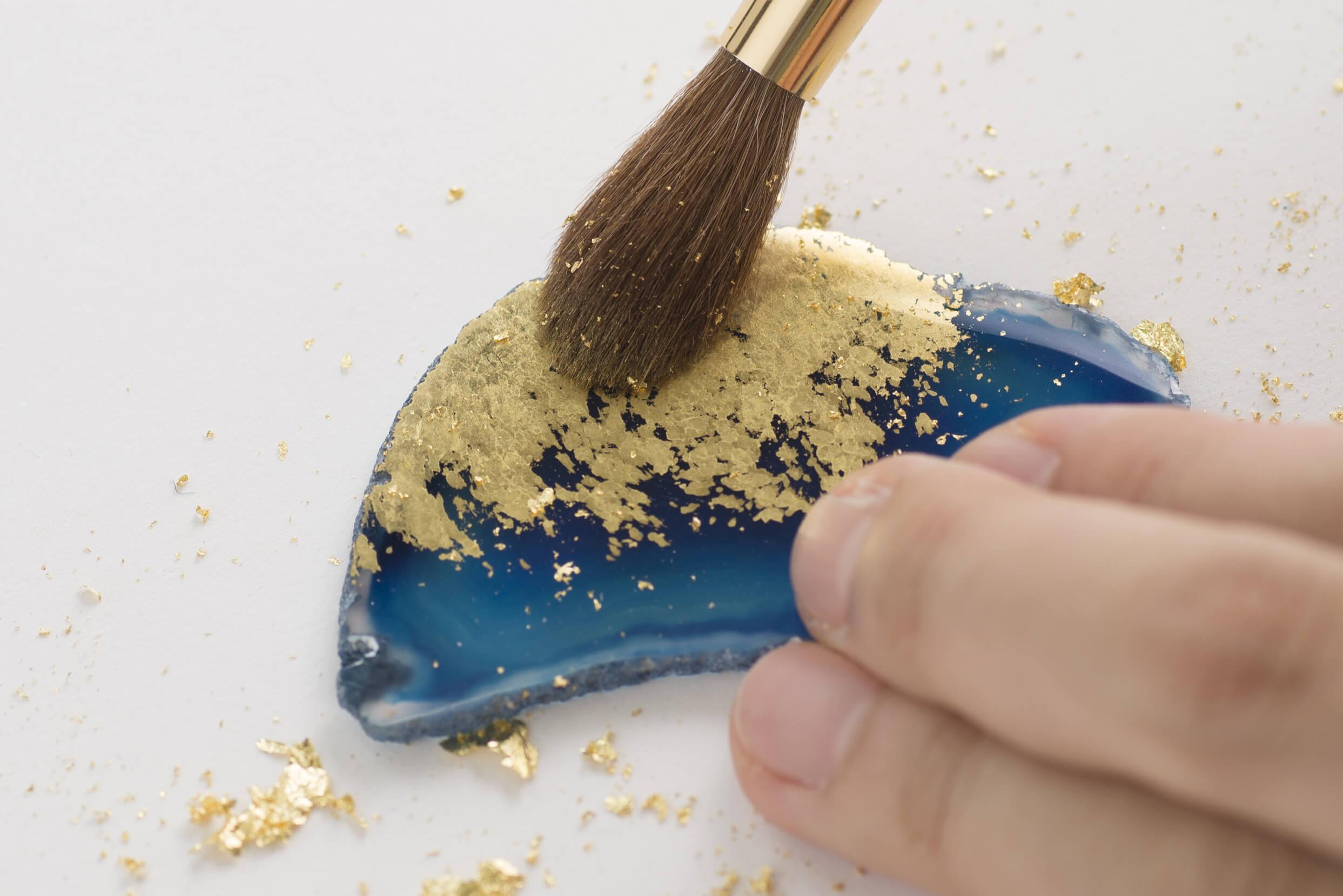 箔座で金箔体験 !! 天然石に金箔のキラメキを♪