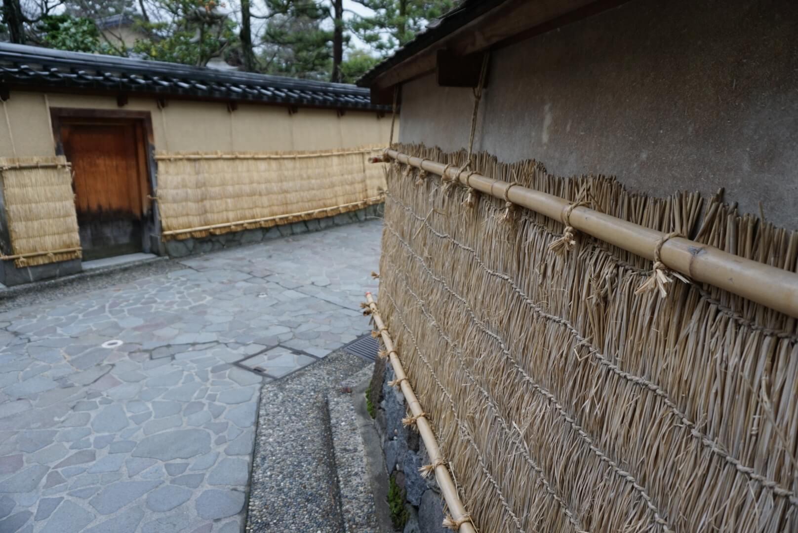 冬の風物詩!! 長町武家屋敷 土塀の薦掛け体験♫ 12月2・3日限定です