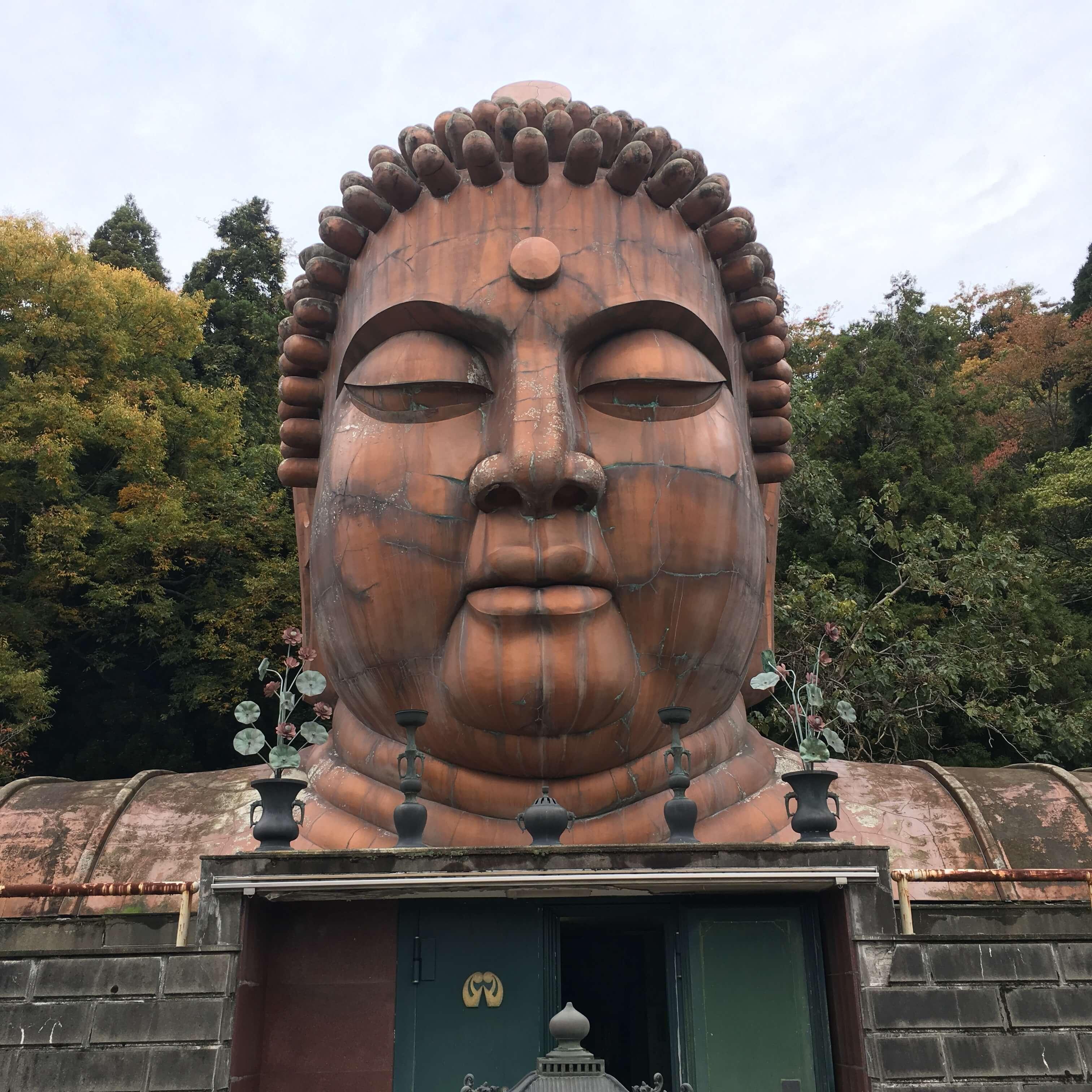 「ハニべ巌窟院」鬼も遊ぶ、仏陀の里。そこは石川県最強珍スポット!!