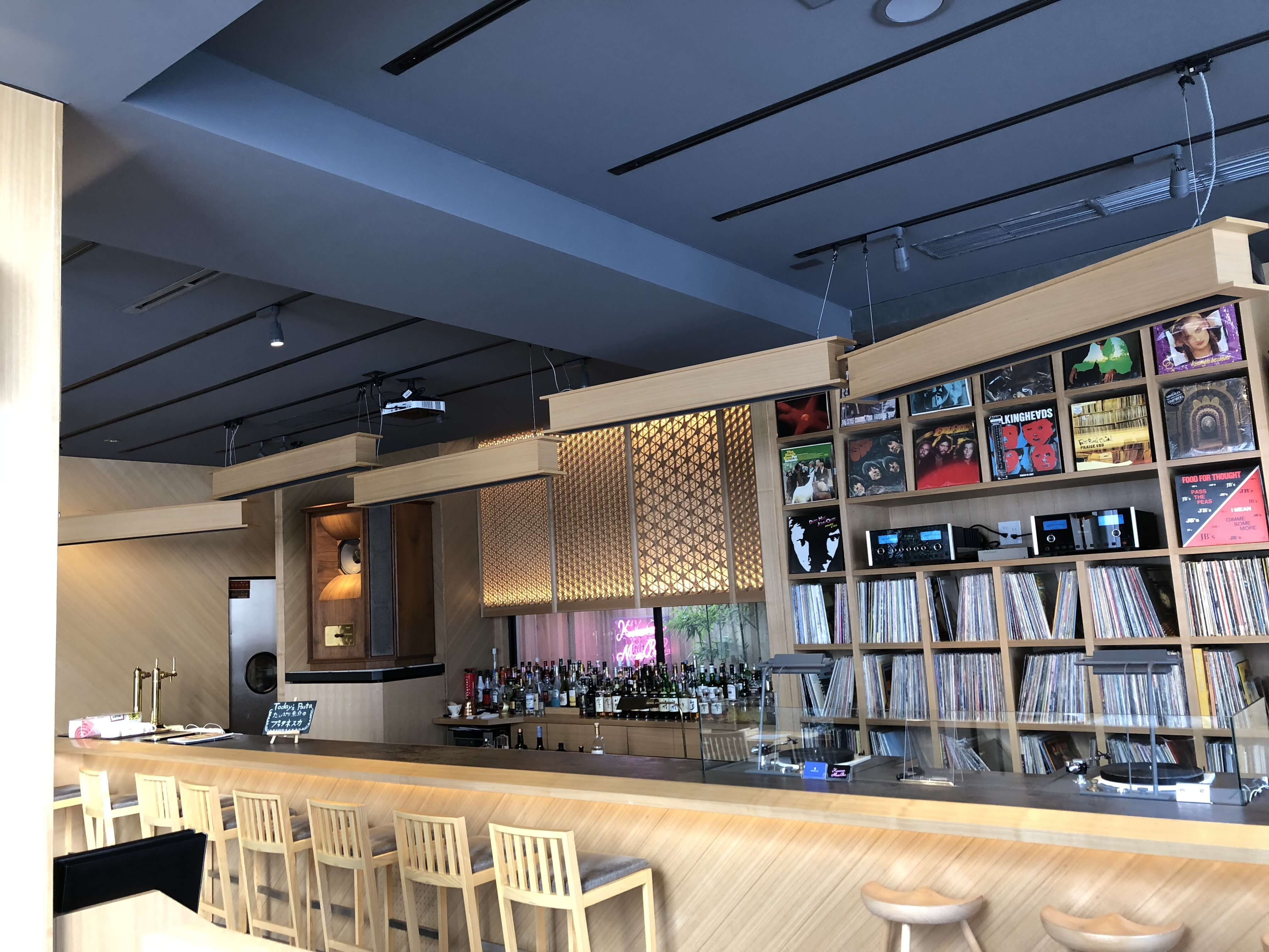 「Kanazawa Music Bar 」竪町ストリートで一際オシャレなホテル「KANAME INN」内にあるBarでゆったりランチ