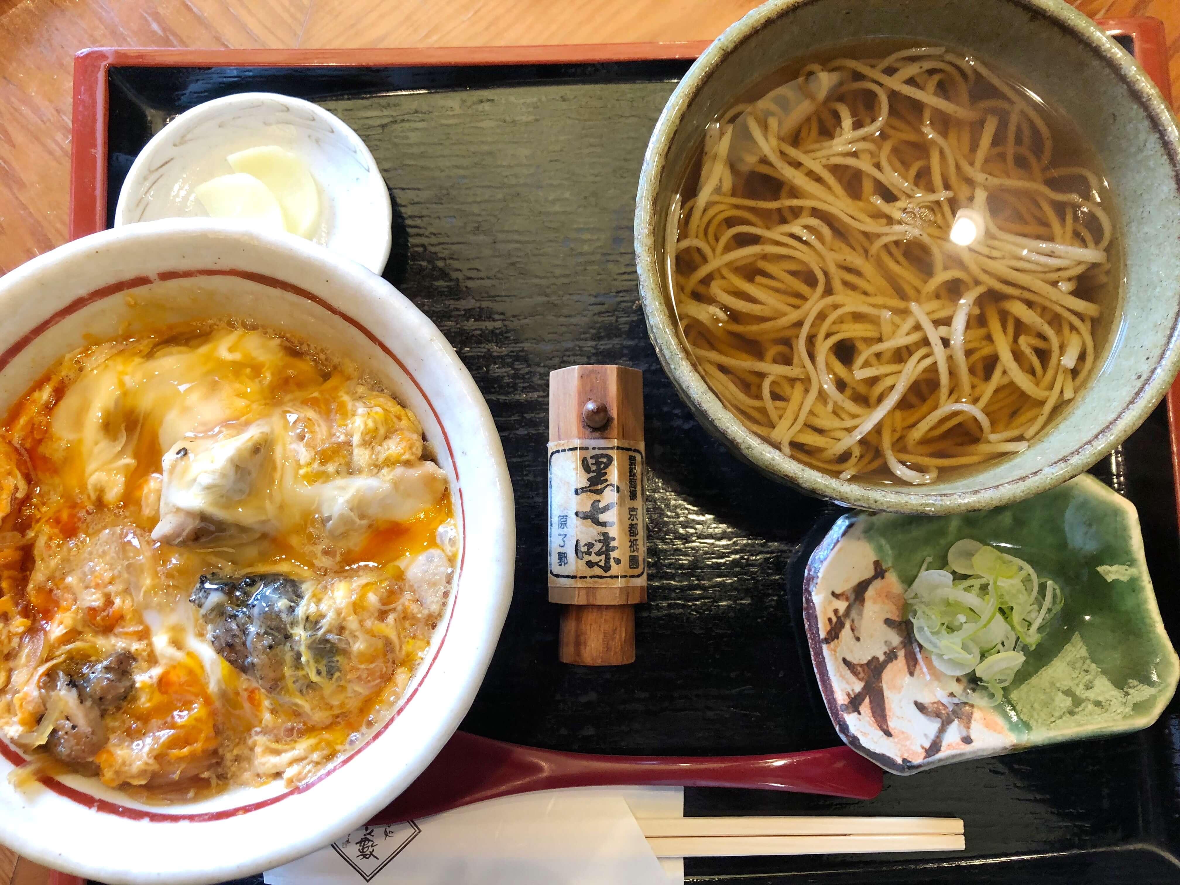「蕎麦処 大藪」の絶品 上親子丼を見逃すな !!