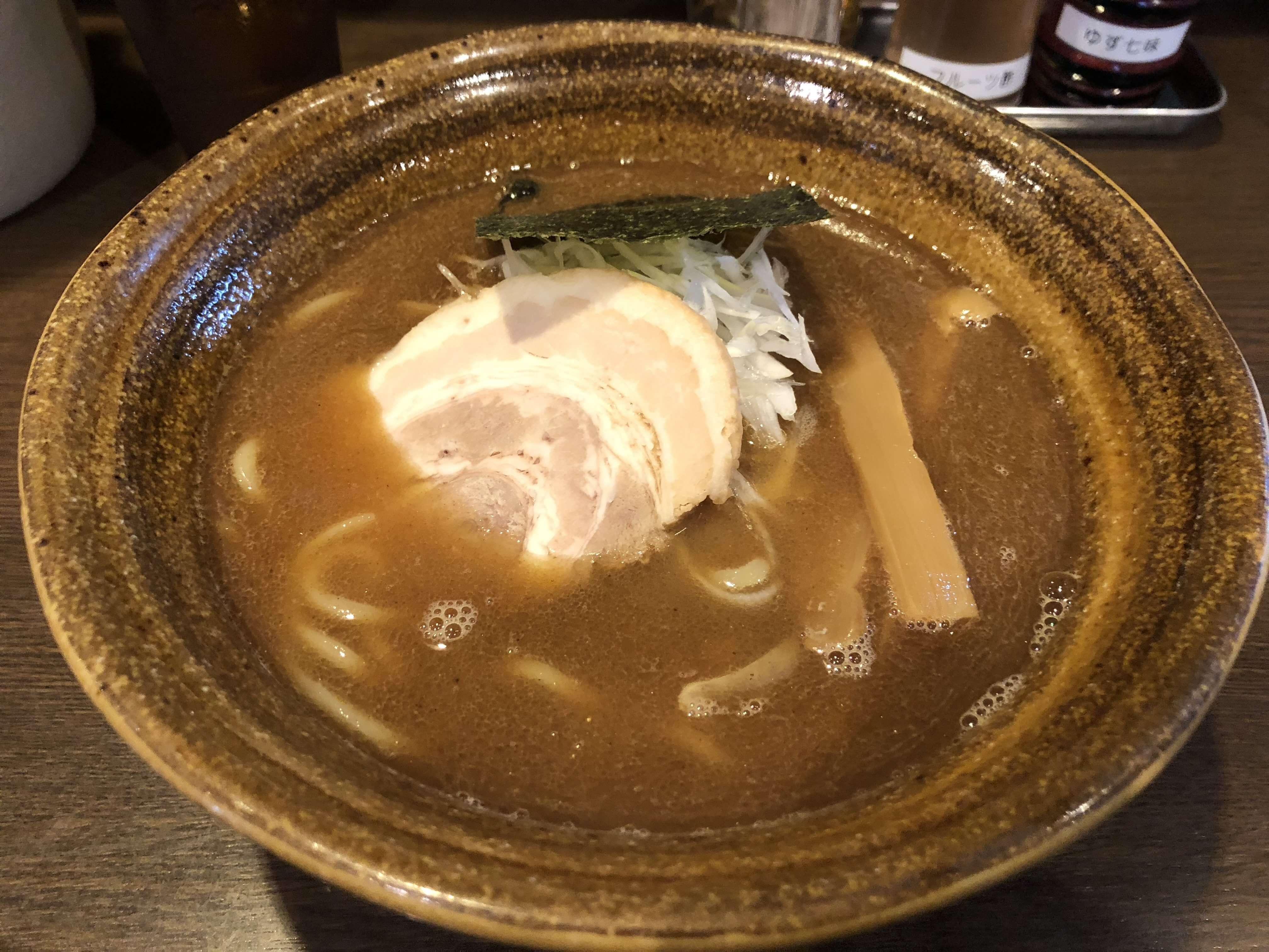 『 中華そば 秋生 』濃厚魚介系スープは病みつきになる旨さ