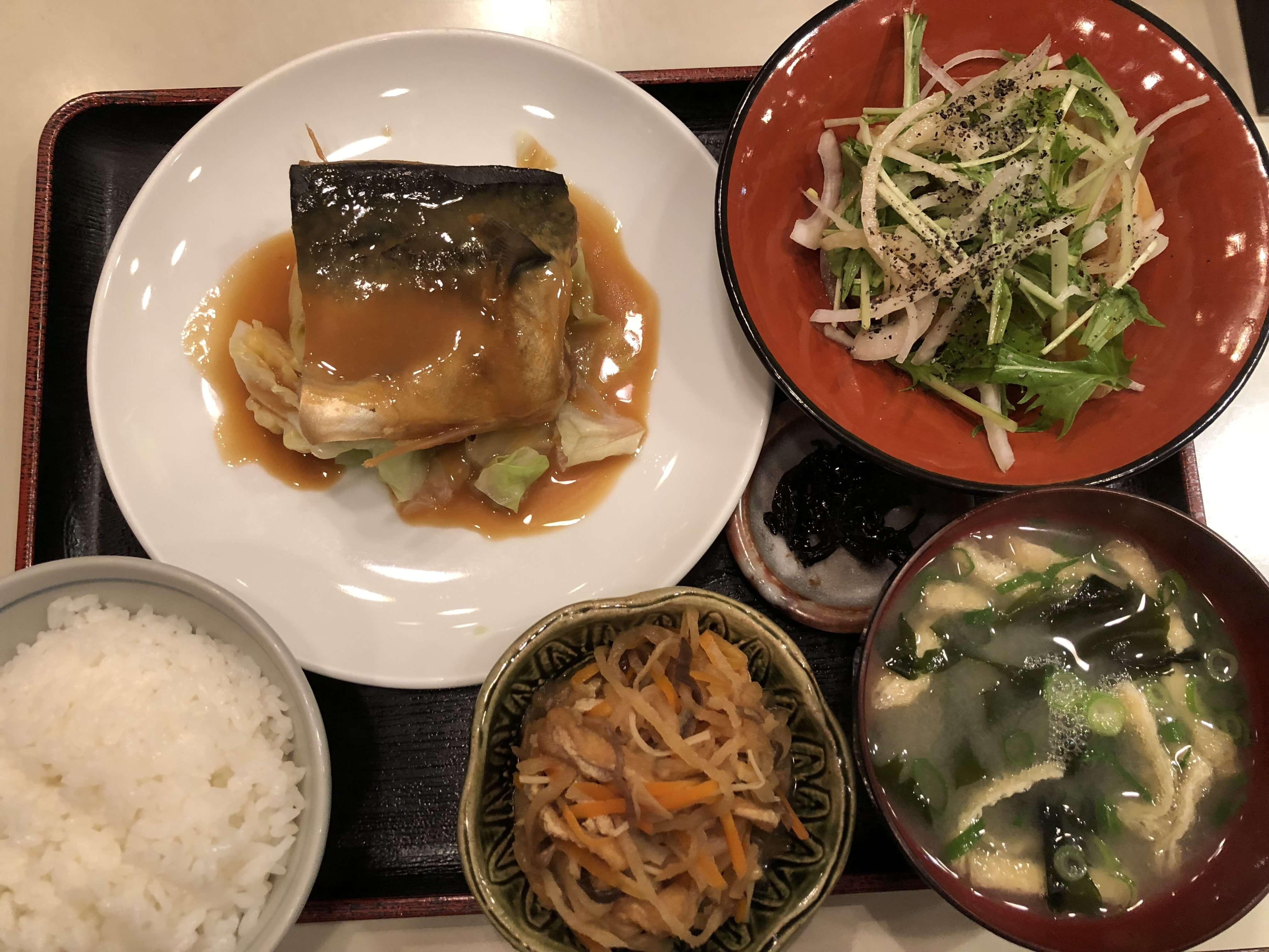 『 ごはん屋 たつや 』近江町市場内にある地元率100%(?)の定食屋。750円でこのボリュームは凄い!!