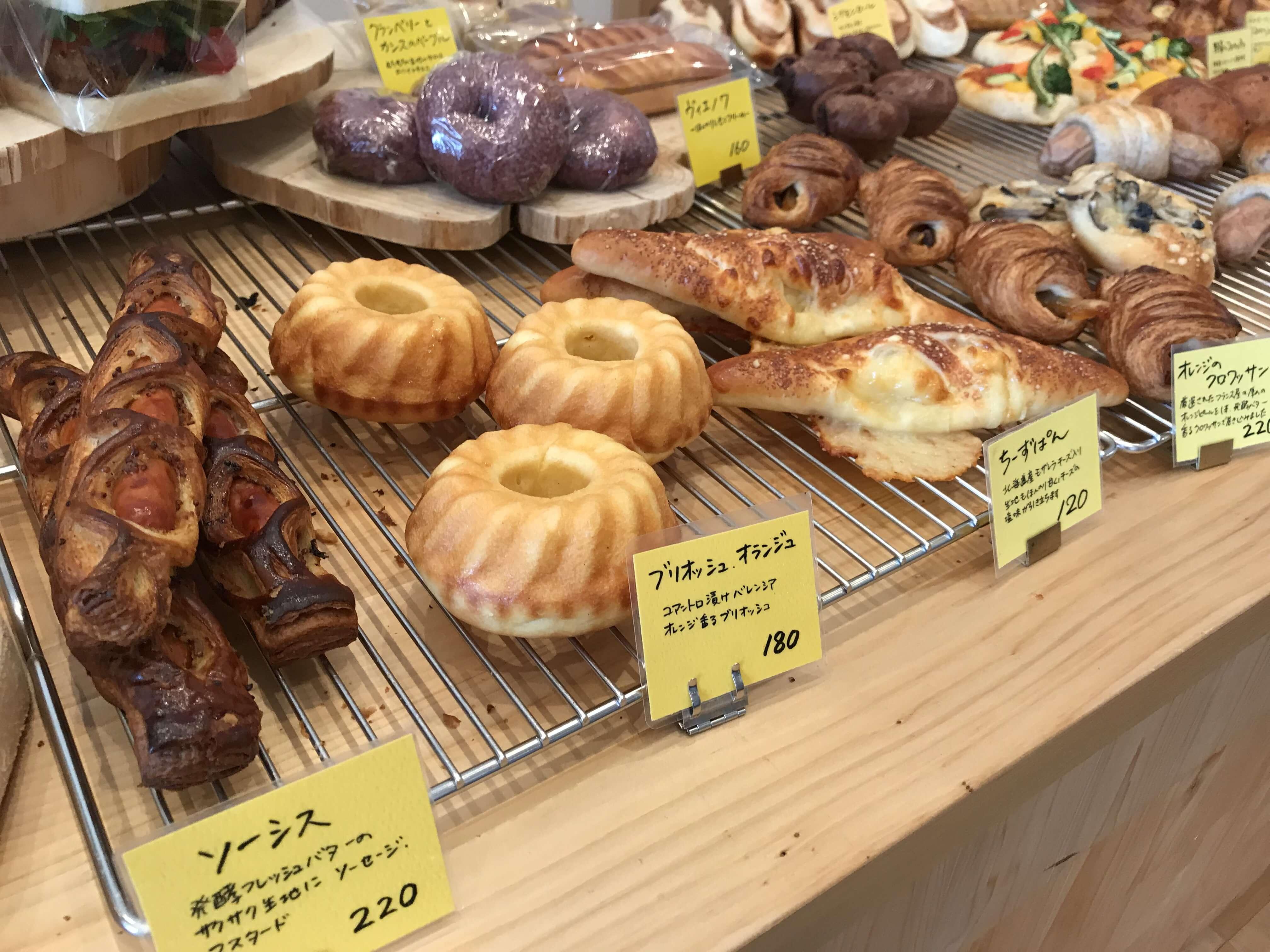 『 NOTO HI BAKARA BAKERY ノトヒバカラ・ベーカリー』パンのいい匂いと木の香りがあふれる幸せ空間。多彩なパンが揃う!ジェラートもおススメ