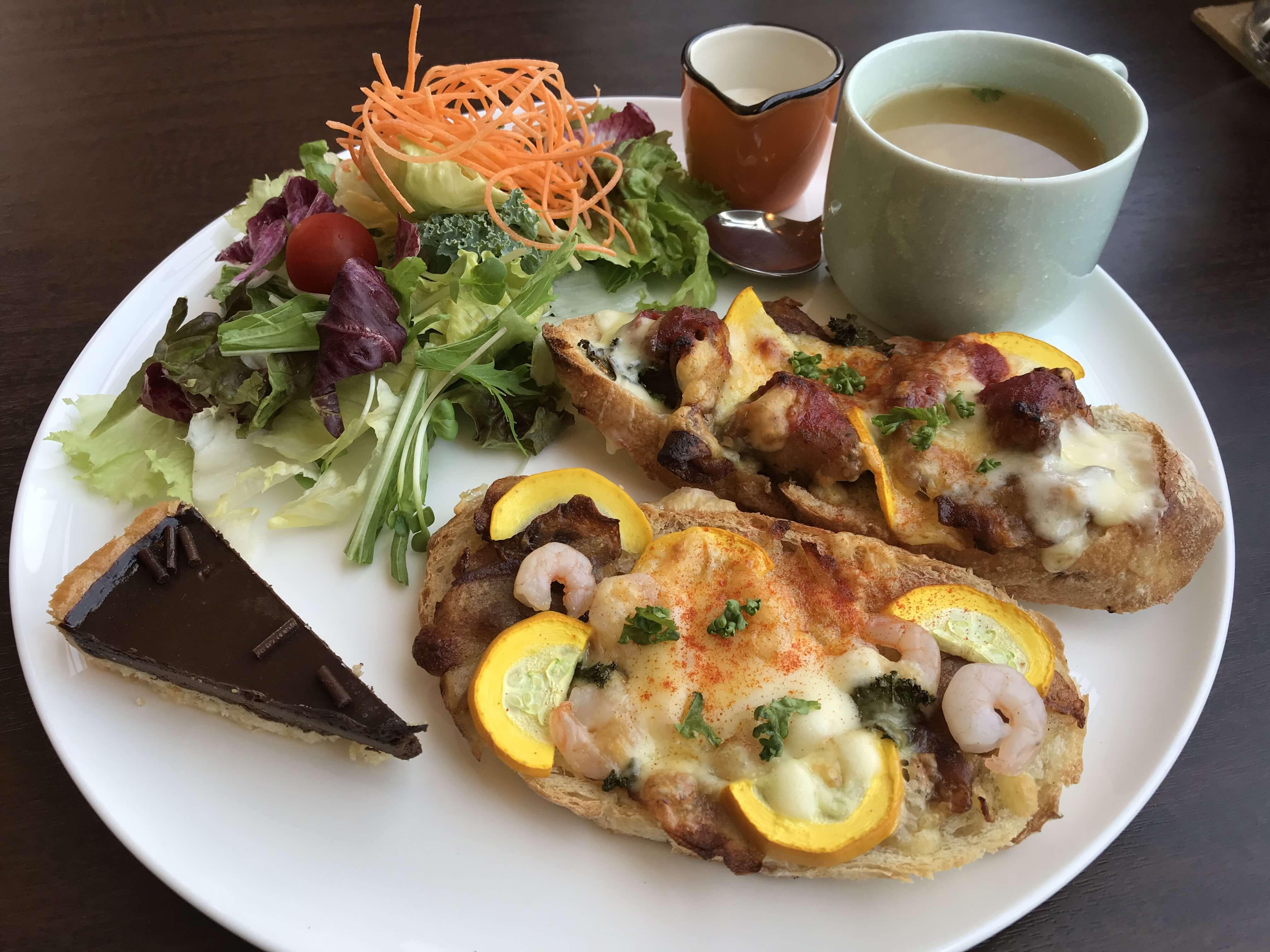 『MALIBU cafe 富樫店 マリブカフェ』ボリュームたっぷりのオープンサンドランチで大満足!断面が美しいサンドイッチのテイクアウトも