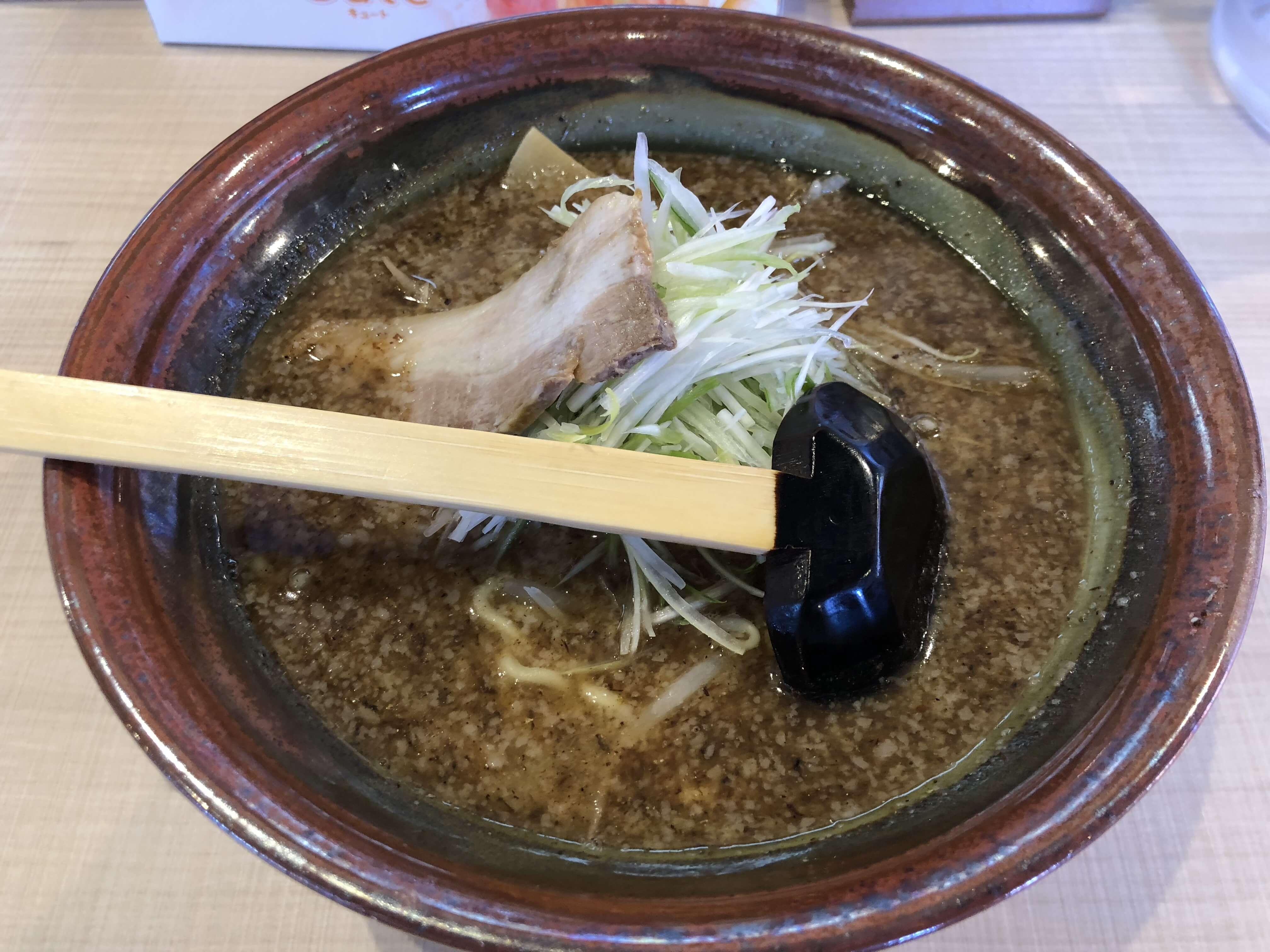 「 自家製麺 らーめん むてっぽう 」とにかく濃い!金沢初出店の超濃厚魚介スープに衝撃!ご飯なしではアキマヘン