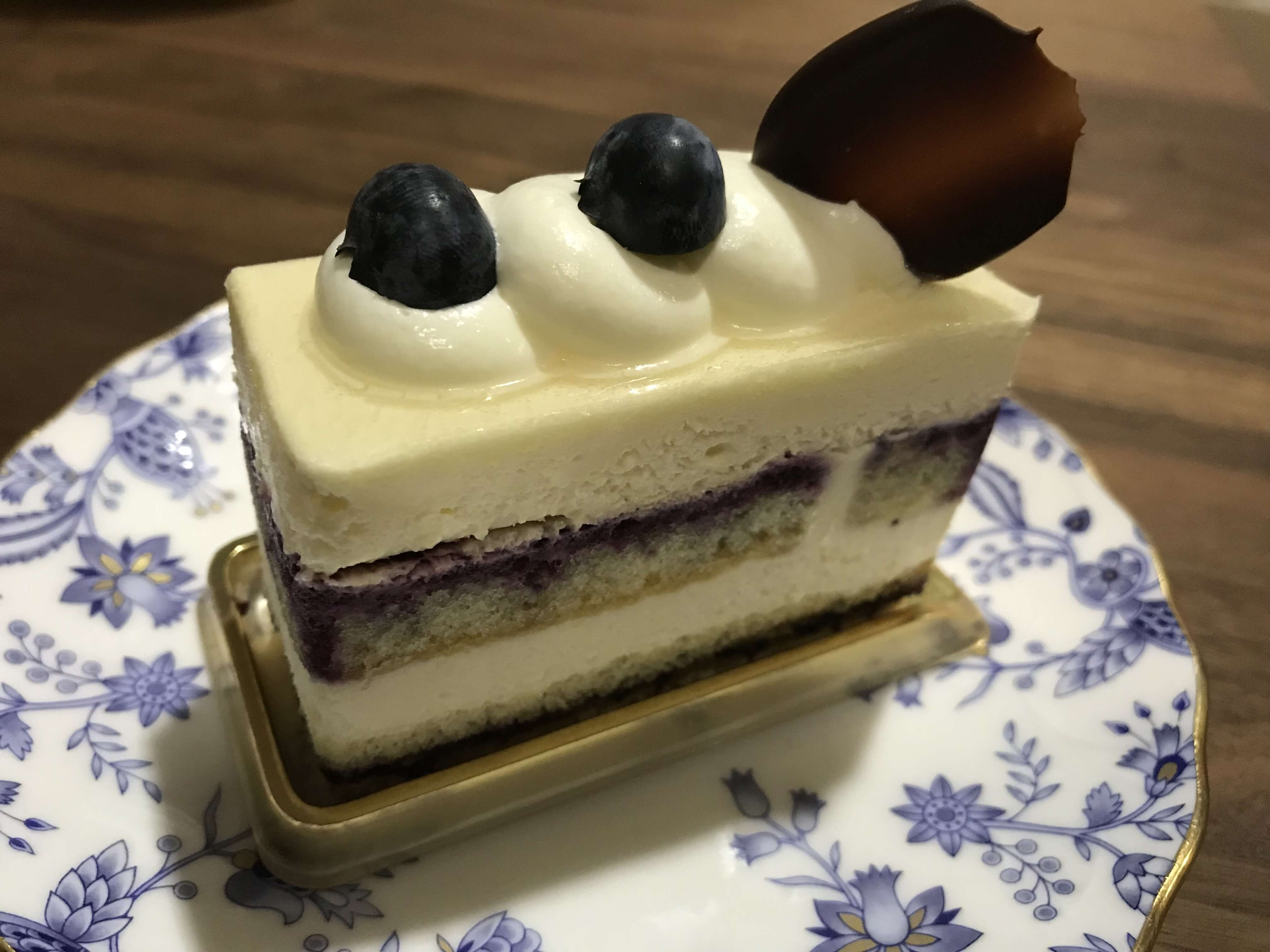 『アトリエ ルリタテハ』洗練されたケーキが魅力!かわいい町のケーキ屋さん。