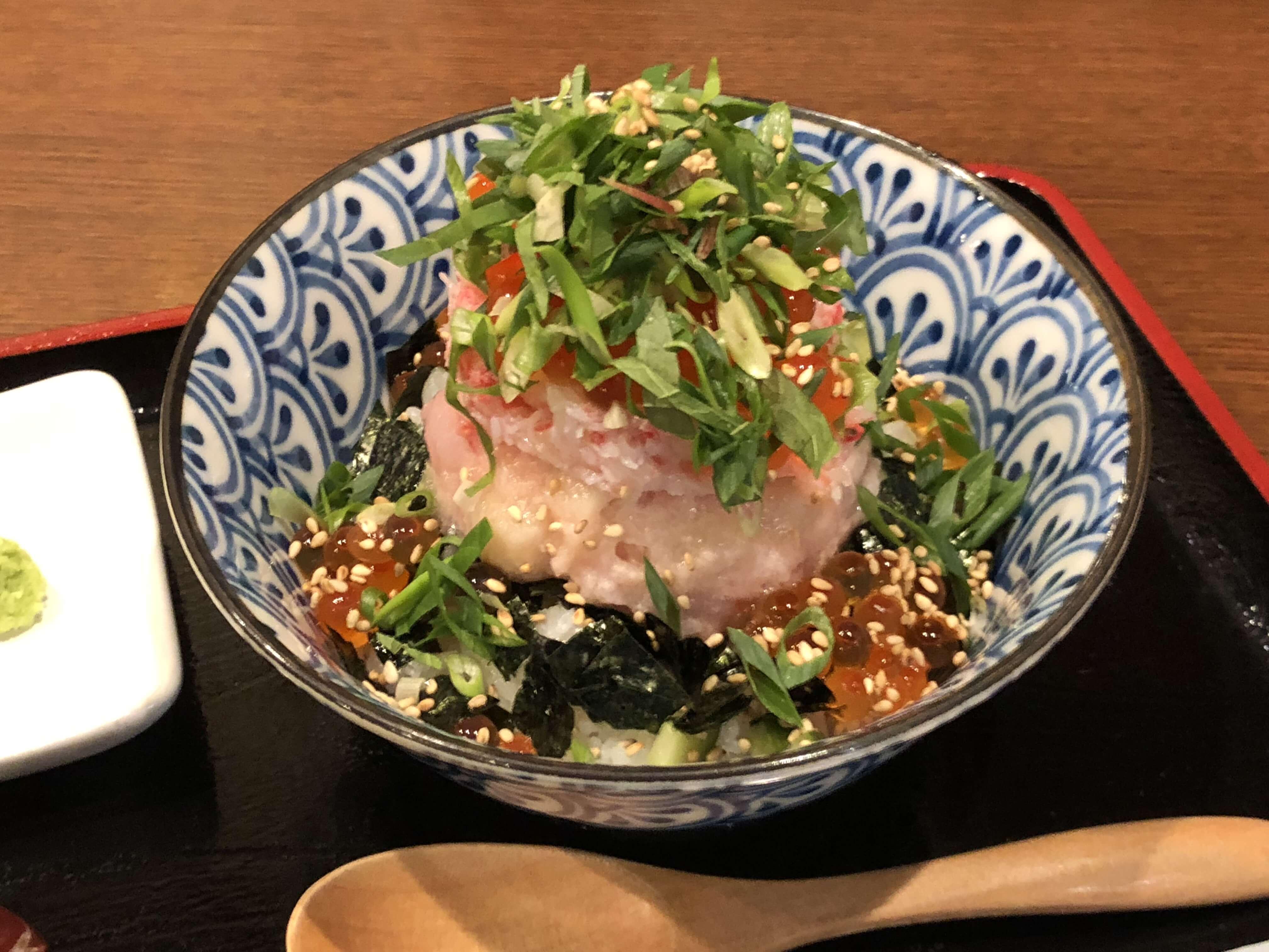 『 海鮮丼 ひかりや 』で 新時代金沢海鮮丼を食す