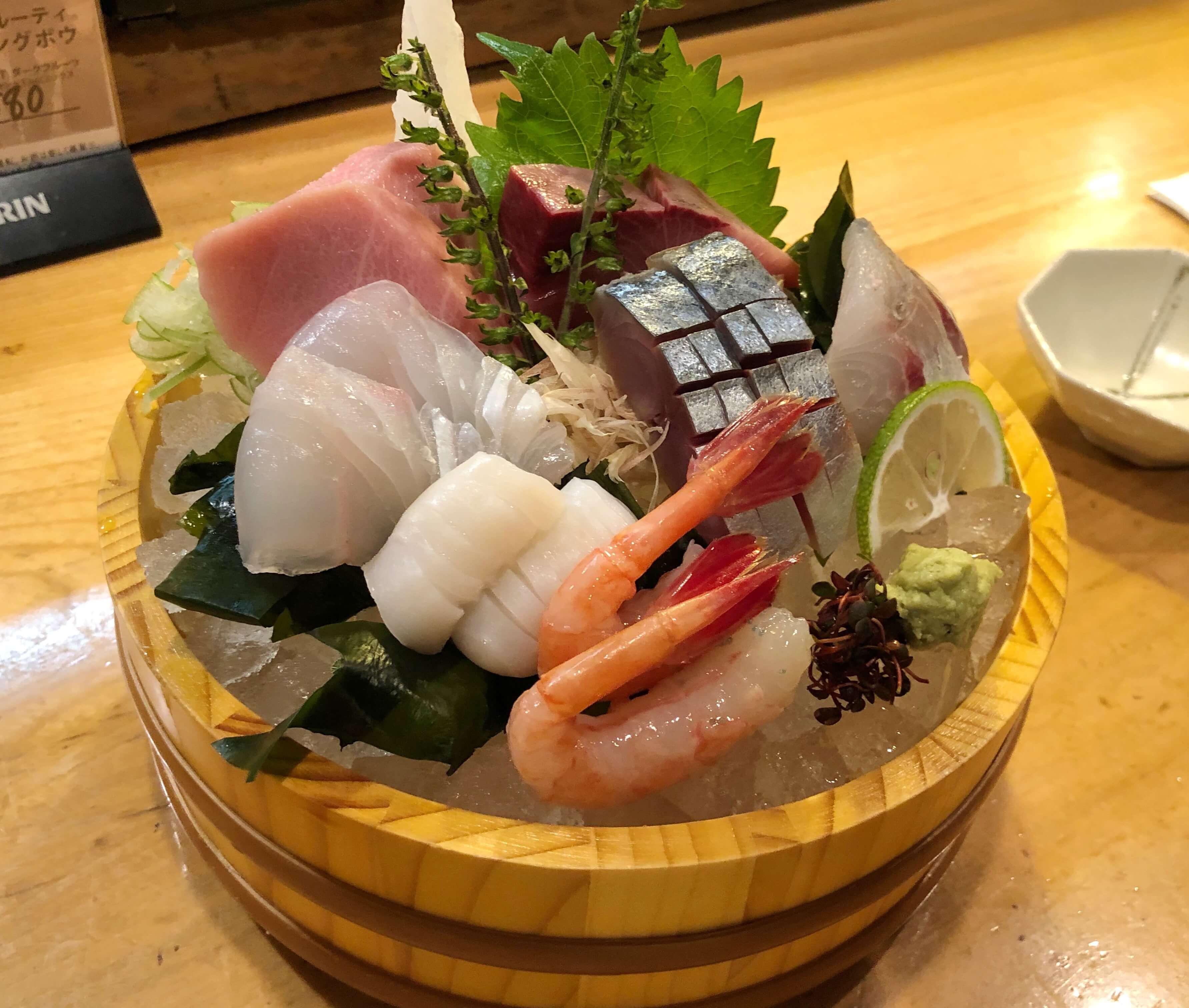 『 寿し居酒屋 だいだい 』地元民からの支持高し !! 旨い魚と旨い酒を夜遅くまで楽しめる場所