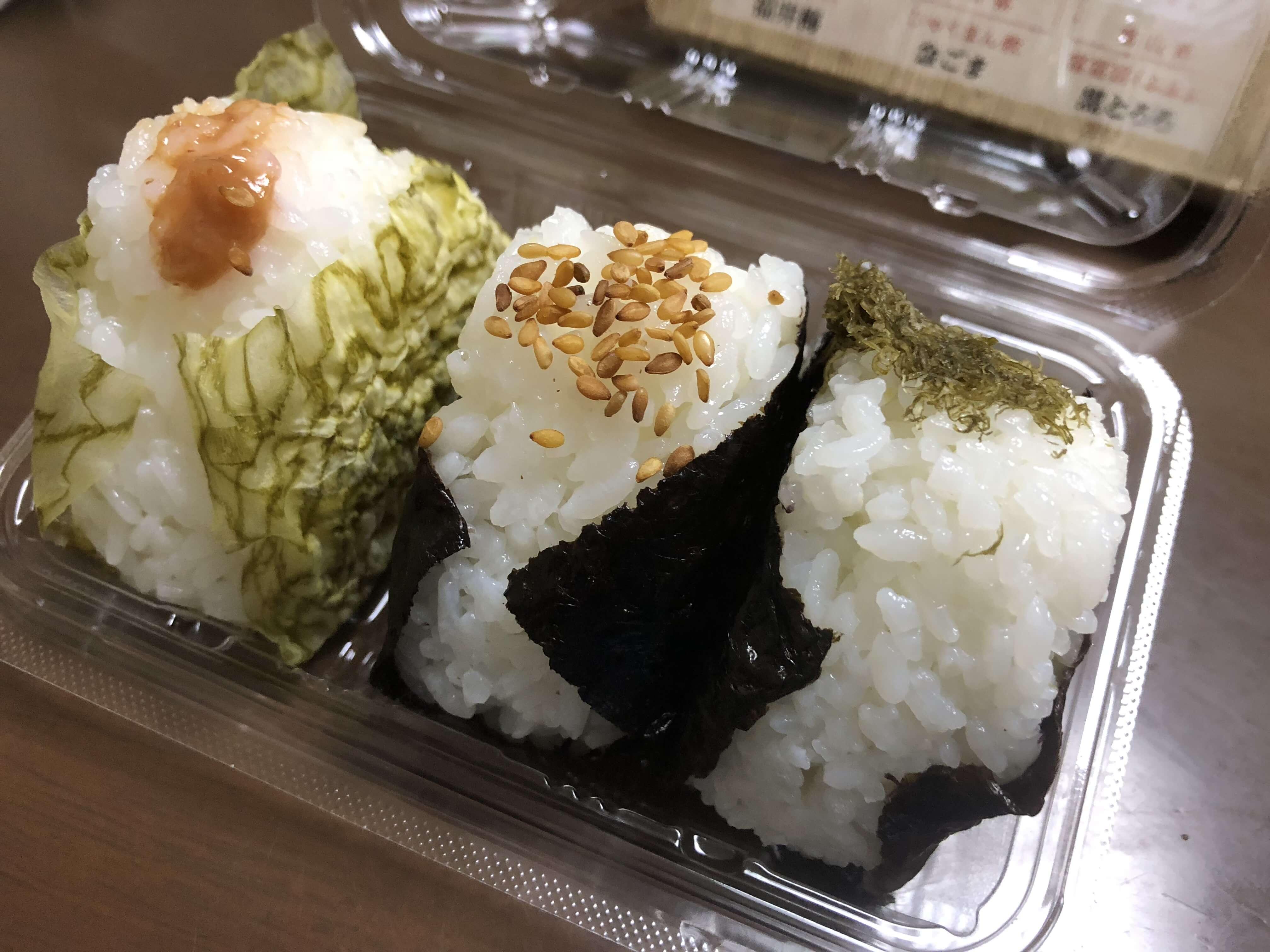 あなたのベストはどのお米?!「 北陸三県の贅沢三米 」おにぎり食べ比べ発売中 !!