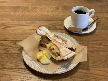 f.i.e*flax(フィーフラックス)。常連になりたくなる雑貨カフェ。有機無農薬野菜やパン、スイーツまで、週一回美味しいものが集まってくるお店。
