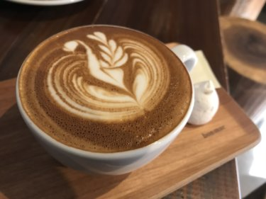 「Sunny Bell Coffee(サニーベルコーヒー)」こだわり抜いたコーヒーと美しいラテアート!