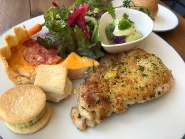 「ciel bleu kitchen (シエルブルーキッチン)」青空と旬の野菜を楽しむ洋食ランチ。