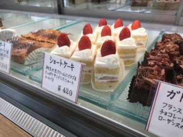 「ローザンヌ」長年のファン多し!広いカフェスペースも魅力の老舗ケーキ屋さん。